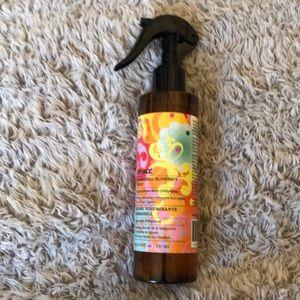 New! Amika Bombshell Blowout Spray